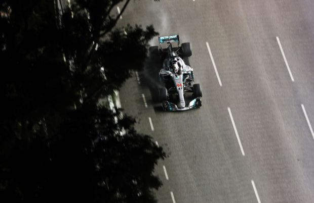 Mercedes' British driver Lewis Hamilton drives his car during the Formula One Singapore Grand Prix in Singapore on September 17, 2017.  / AFP PHOTO / STR        (Photo credit should read STR/AFP/Getty Images)